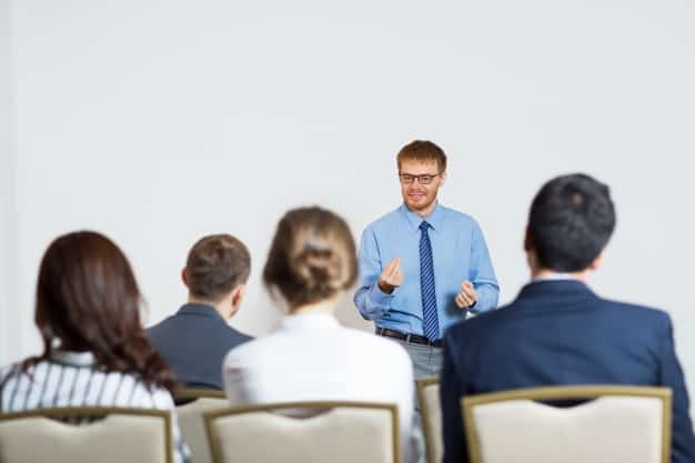 Who Needs To Enroll For Public Speaking Courses?