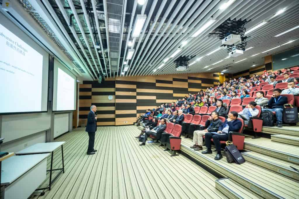 Public Speaking Course and Public Speaking - A Few Facts About Taking a Public Speaking Course